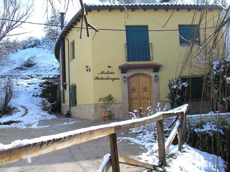 Alojamiento la volandera casa rural molino pataslargas casa rural en r o mundo - Rio mundo casas rurales ...